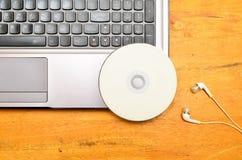 Computer portatile con DVD-ROM Fotografie Stock Libere da Diritti
