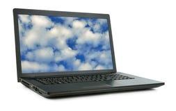 Computer portatile con il cielo isolato Fotografia Stock Libera da Diritti