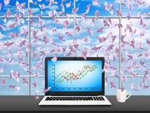 Computer portatile con il grafico di riserva Fotografia Stock Libera da Diritti