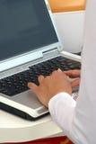 Computer portatile (con il residuo della potatura meccanica Immagini Stock Libere da Diritti