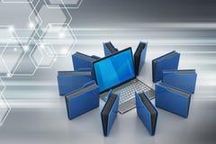Computer portatile con la cartella di archivio Immagini Stock Libere da Diritti
