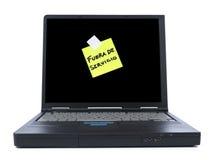 Computer portatile con la nota appiccicosa Immagini Stock Libere da Diritti
