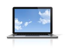 Computer portatile con lo schermo di cielo isolato su bianco Fotografia Stock Libera da Diritti