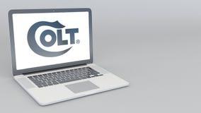 Computer portatile d'apertura e di chiusura con il logo dell'azienda manifatturiera dei puledri maschi animazione dell'editoriale illustrazione vettoriale