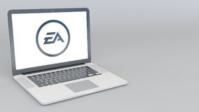 Computer portatile d'apertura e di chiusura con il logo di Electronic Arts rappresentazione editoriale 4K 3D Fotografia Stock Libera da Diritti