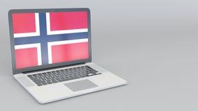 Computer portatile d'apertura e di chiusura con la bandiera della Norvegia sullo schermo stock footage