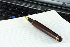 Computer portatile del taccuino della penna Fotografia Stock