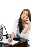 Computer portatile della donna di affari che comunica sul telefono mobile Fotografie Stock