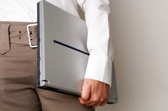Computer portatile della holding della donna di affari Fotografie Stock Libere da Diritti