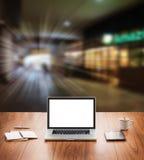 Computer portatile dello schermo in bianco Fotografie Stock