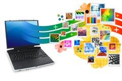 Computer portatile di fotographia con la proiezione delle foto Royalty Illustrazione gratis