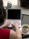 Computer portatile di wifi della caffetteria Fotografie Stock Libere da Diritti