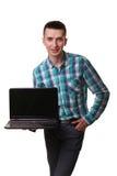 Computer portatile diritto del taccuino della tenuta della mano di posizione dell'uomo d'affari isolato Fotografia Stock