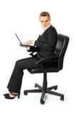 Computer portatile Displeased della holding della donna di affari a disposizione immagini stock