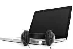 Computer portatile e cuffie Immagine Stock Libera da Diritti