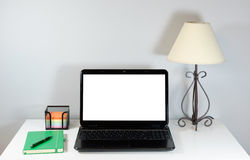 Computer portatile e lampada sulla tavola Fotografie Stock