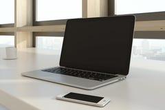 Computer portatile e smartphone vuoti Fotografie Stock Libere da Diritti