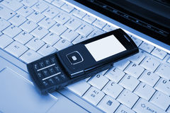 Computer portatile e telefono mobile Fotografia Stock Libera da Diritti