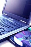 Computer portatile e un disco Immagini Stock Libere da Diritti