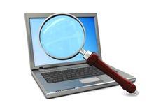 Computer portatile e vetro magnigy Immagine Stock