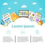 Computer portatile finanziario del grafico della nuvola dei documenti di affari Immagini Stock