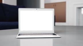 Computer portatile generico di progettazione sulla tavola in caffè d'avanguardia Immagini Stock
