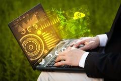 Computer portatile moderno con i simboli futuri di tecnologia Fotografia Stock Libera da Diritti