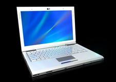 Computer portatile moderno nel bianco immagini stock libere da diritti