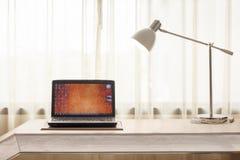 Computer portatile nella sala Fotografia Stock Libera da Diritti