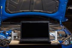 Computer portatile per sistema diagnostico dell'automobile del computer immagini stock