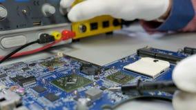 Computer portatile, riparazione della scheda madre video d archivio
