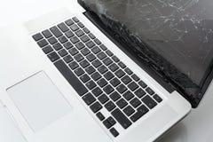 Computer portatile rotto Fotografia Stock Libera da Diritti