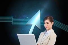 Computer portatile sicuro della tenuta della donna di affari Immagine Stock Libera da Diritti