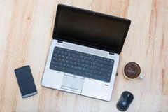 Computer portatile, smartphone, topo e caffè Immagine Stock Libera da Diritti