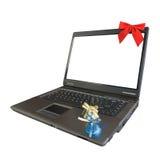Computer portatile su priorità bassa bianca Fotografia Stock