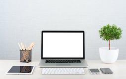 Computer portatile sullo scrittorio Immagine Stock Libera da Diritti