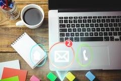 Computer portatile, taccuino e caffè su uno scrittorio Immagini Stock Libere da Diritti