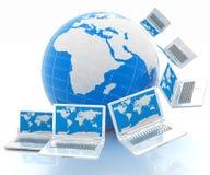 Computer portatili intorno al pianeta Terra Fotografia Stock Libera da Diritti