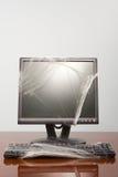 Computer in spinneweb wordt behandeld dat stock afbeeldingen