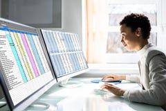 Free Computer Spreadsheet Data Analyst Woman Royalty Free Stock Photos - 215615158