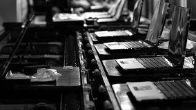 Computer-und Laptop-Fabrik Schwarzweiss-Ton stock video footage