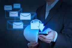 Computer van de het gebruiks de slimme telefoon van de zakenmanhand met e-mail Royalty-vrije Stock Afbeelding