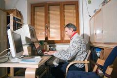 Computer zu Hause lizenzfreie stockfotos