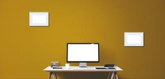 Computeranzeigen- und -bürowerkzeuge auf Schreibtisch Lizenzfreie Stockbilder