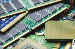 Computerbretter und -Mikrochips für die Wiederverwertung und Beseitigung stockfotografie