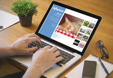 Computerdesktop influencer Stock Foto's