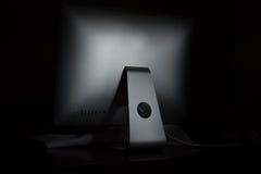 Computerdesktop op een donkere achtergrond Royalty-vrije Stock Foto's