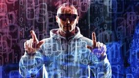 Computerhacker, der auf Hologrammcomputer futuristischem Cyberangriff schreibt Stockbilder