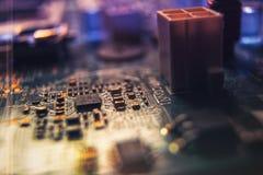 Computerhardware und Stromkreis-Nahaufnahme, die Mini City ähnelt lizenzfreie stockbilder