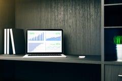 Computermonitor met Bedrijfsgrafiek Stock Foto's